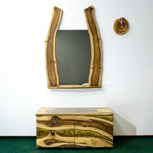 Эксклюзивное зеркало с рамой из массива ореха