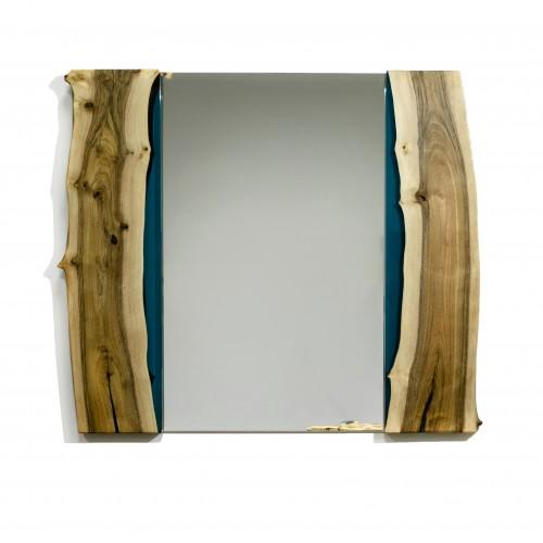 Зеркало с рамой из массива ореха
